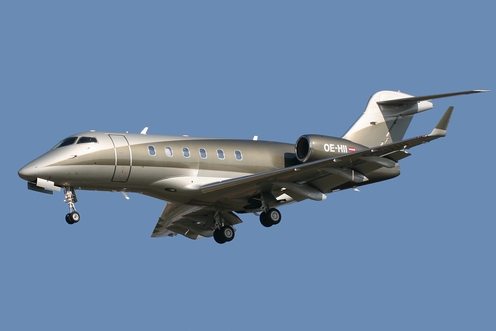Bombardier BD-100 Challenger 300 #2