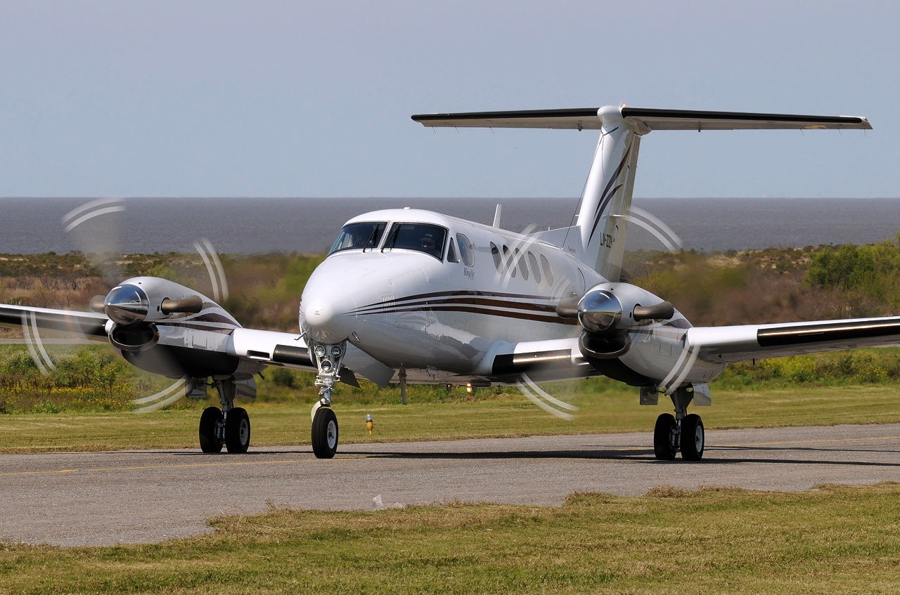 Raytheon Beechcraft King Air 200 #06