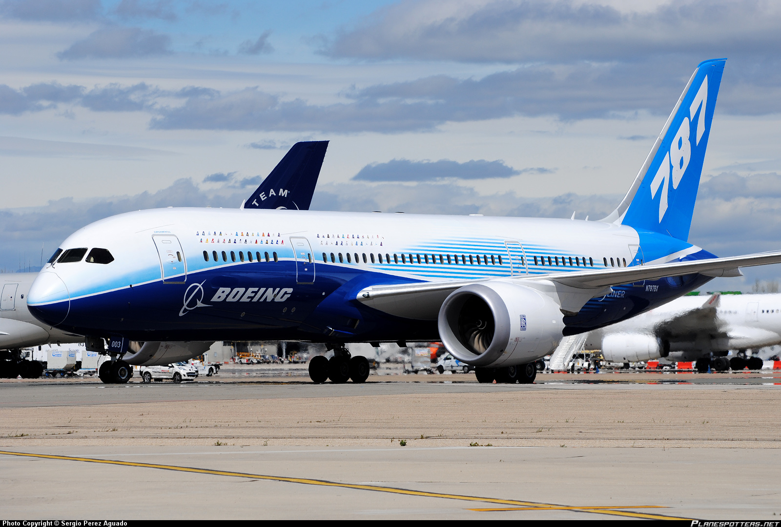 Boeing 787-8 Dreamliner, pictures, technical data, history ...