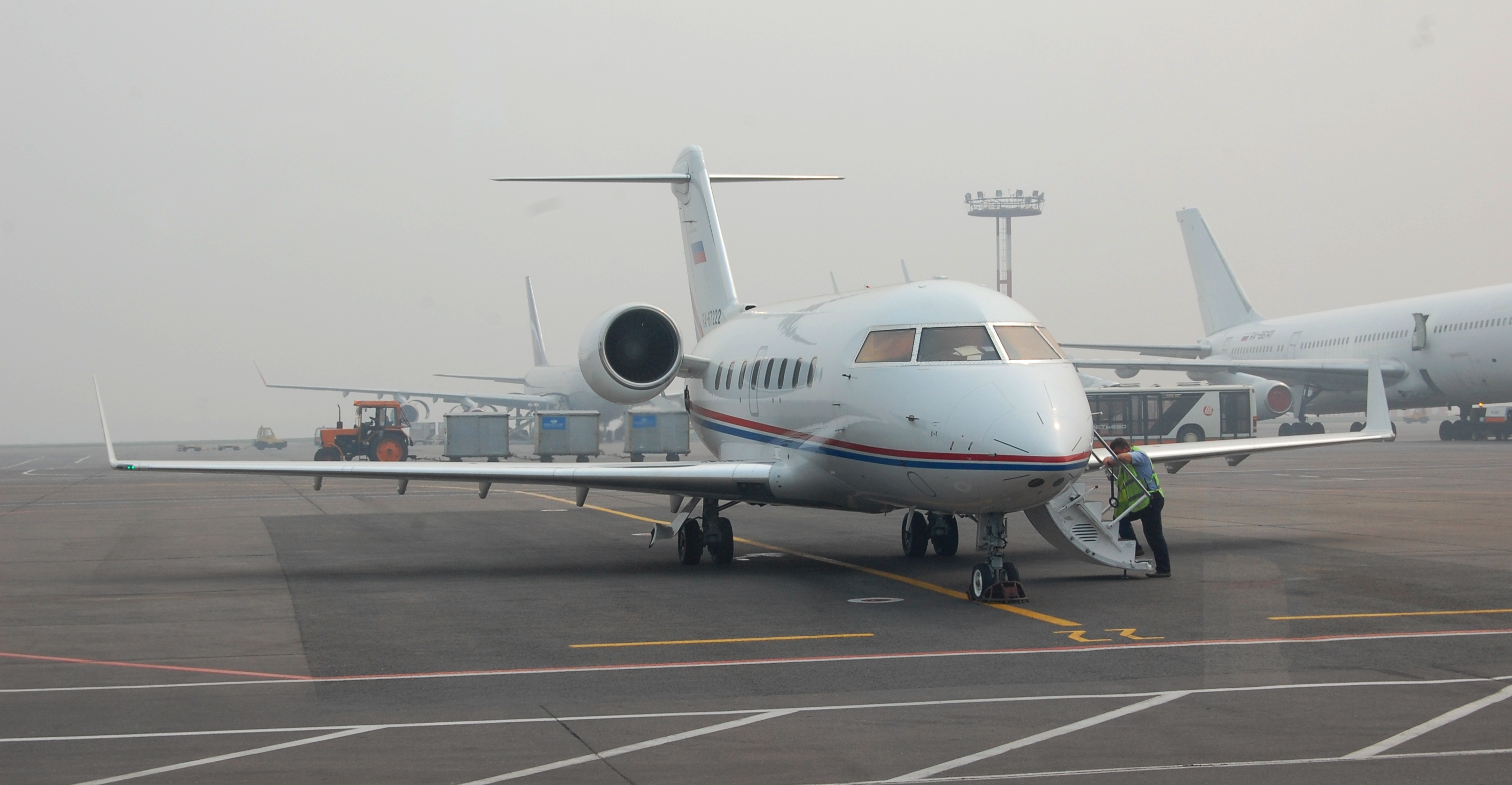 Challenger 2017 >> Canadair CL-600 Challenger 601 & 604 picture #06 - Barrie ...