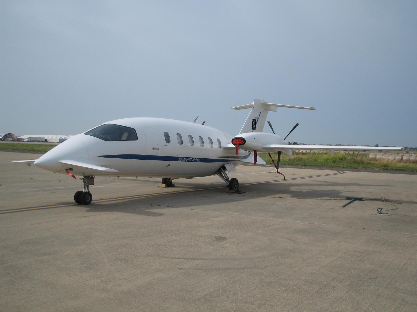 piaggio p.180 avanti picture #08 - barrie aircraft museum